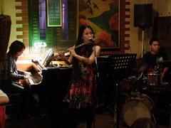 沖縄の風を感じながら、演奏していきます