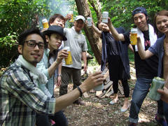 自然の中での乾杯は…美味い!!