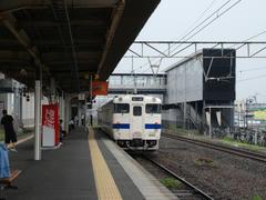 宇土駅の1番線に停車中の、三角駅行き