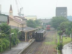 三角駅構内…先程の期は200形は、引き上げ線にて停車中