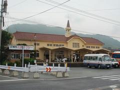 リニューアルが施された、終点の三角駅