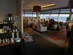 ビジネスクラス利用者は、空港のラウンジが使えます
