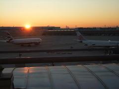 ラウンジから見た朝日…。いよいよ旅の始まりという感じですね!