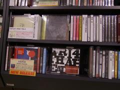 ベースの関谷君のソロ・アルバムも発売中です!