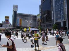 錦糸町駅南口を出た所…早速、演奏のブースがありました