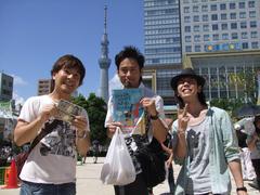東京スカイツリーをバックに…