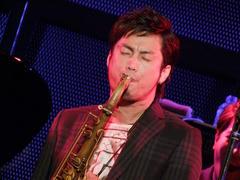 """TRI4TH の""""顔""""とも言える、藤田淳之介(Sax)"""