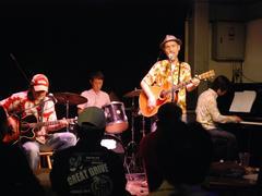 ツアーの最後の共演となった、八幡(福岡)の Delsol Cafe というお店にて