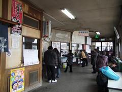 駅舎内もこの通り…中の蕎麦屋は結構有名