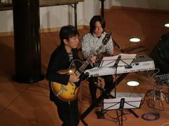 このバンドのフロントの1人、ギターの藤井進一君