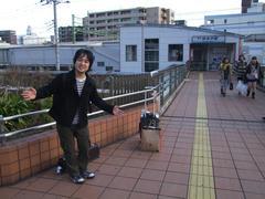 乗換駅、京浜急行仲木戸駅(JRですと東神奈川駅)で一休み