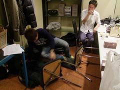 関谷君、椅子から落ちる(笑)