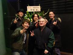中塚武さんから戴いたお花をバックに♪