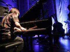 ピアノでソロで弾いている時は、ピンスポが多かったなあ…
