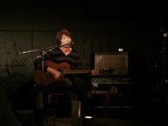 ギター1本で、歌います