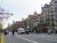 右から2番目の建物がカサ・バトリョです