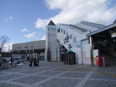 新しくなった上田駅…左奥の高架は上田電鉄別所線