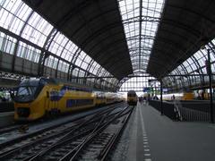 ドーム型の屋根が印象的な、アムステルダム中央駅