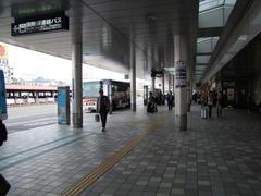 福岡空港にて、バスで向かいます