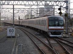 東京メトロ車両による、快速、渋谷駅行き