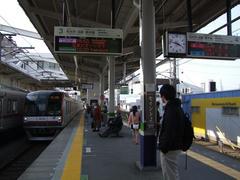行先表示器にも、色々と変化が…電車は元町・中華街駅行き