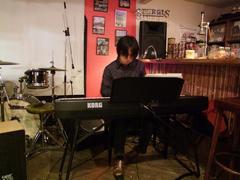ピアノソロ曲も披露♪