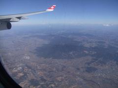 成田離陸後、眼下には筑波山が!