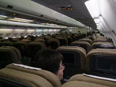 整然と座席が並ぶスイスエアー機内