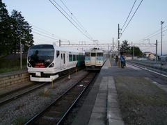 日野春駅にて…この日、4度目の特急待避