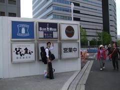 新橋駅からだと結構歩いて到着!