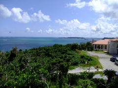 ぬちまーす工場と沖縄の海
