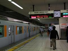 朝9時頃まで、2番線は降車専用