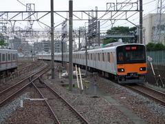 和光市駅からカーブしてきて、朝霞駅に進入
