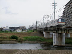 柳瀬川を渡る、東京メトロ7000系