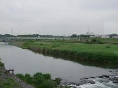 入間川を渡ります…遠くの線路は、JR川越線
