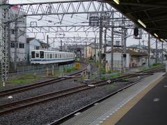 越生線が左側に見えます…坂戸駅にて