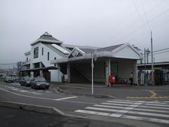 駅舎も建て替えられた武蔵嵐山駅