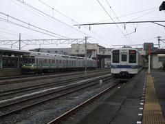 寄居駅にて…秩父鉄道の車両(元東急の車両)と顔を合わせます