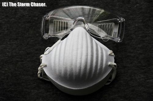 ゴーグルと防塵マスク