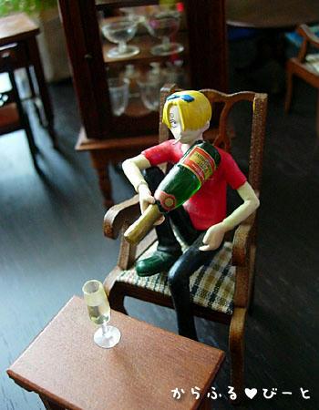 シャンパンを注ぐサンジさん