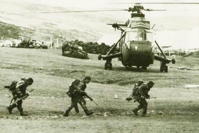 フォークランド紛争,ハリヤー,スコーピオン,英国,British,Argentina,FalklandConflict,アルゼンチン,海兵隊,揚陸,マルビナス諸島,離島