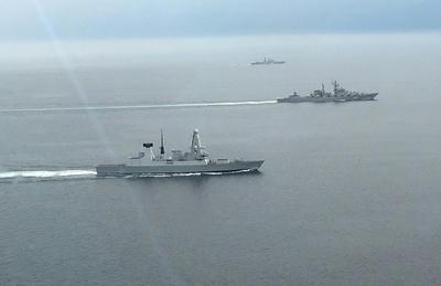 中国海軍,艦艇揚陸艦,アルビオン,英海軍,海自,45型駆逐艦,デアリング,ロシア海軍,巡洋艦,マーシャルウスティノフ,スラヴァ級