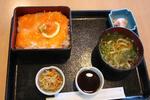 道の駅「びわ湖大橋米プラザ」の鮭トロ丼セット