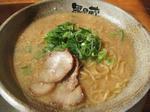 越後秘蔵麺 無尽蔵 箕面屋のとんこつ醤油ラーメン