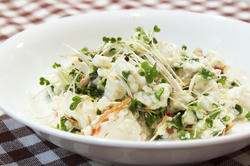 豆腐とケールスプラウト、干しエビの和え物