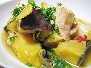 鶏とサツマイモと白ネギのごった煮