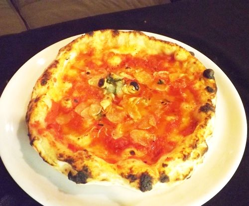 おすすめ那覇市イタメシ屋本場イタリアで修業したスタッフが石窯で焼いたピザ
