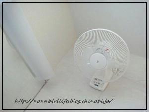 壁付け扇風機と夏の寝具
