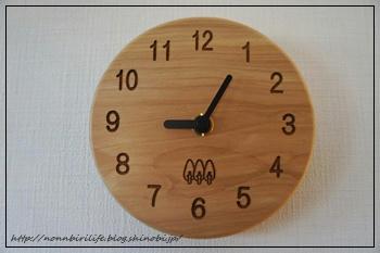 小さくてかわいい木の時計
