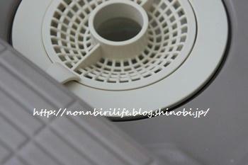 浴室の排水口のフタを撤去する